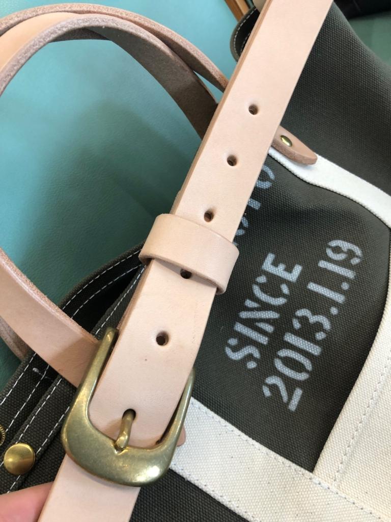 TESHIGOTOのトートバッグに使われているヌメ革