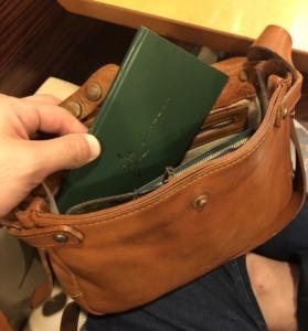 小さいバッグにも入る測量野帳