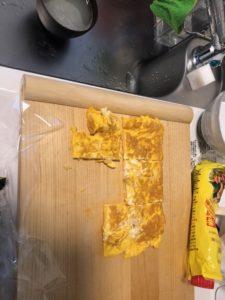 ポーたま 卵を焼いた後にスパムくらいの大きさに切った