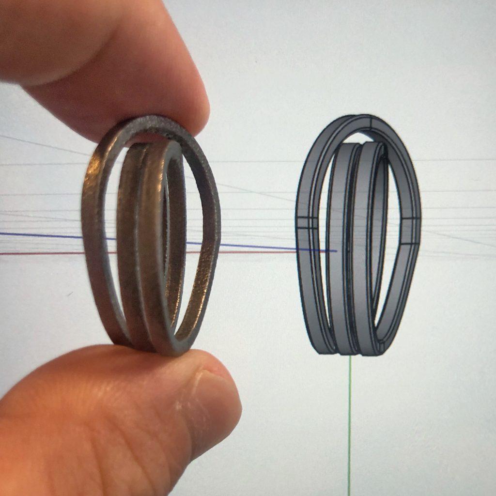 チタンの指輪3Dモデルとプリント後の実物を比較
