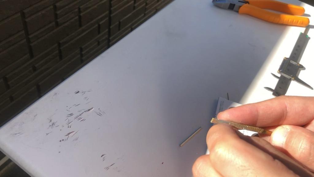 独学で指輪作り ニッパーで切った面を平にする