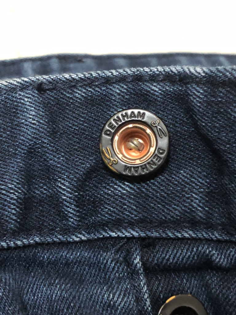 デンハムのデニムのボタン